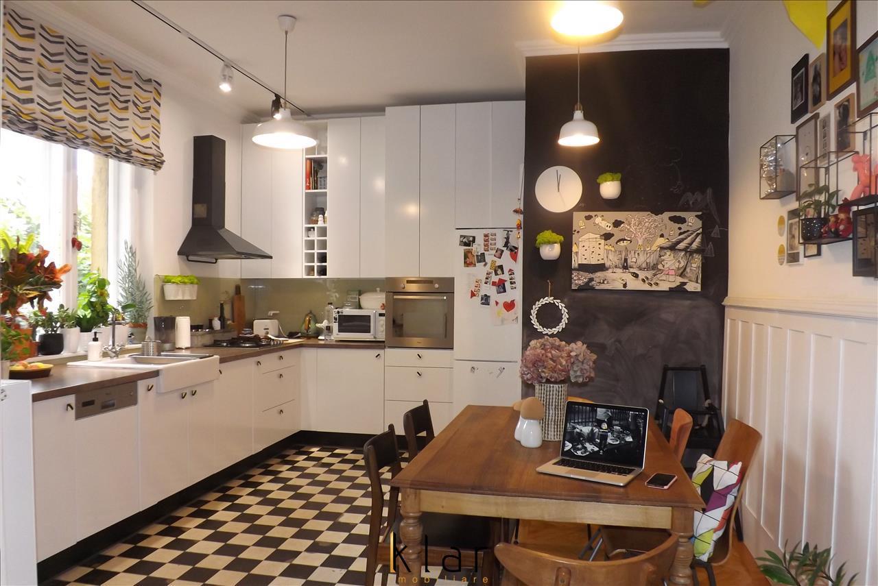 De inchiriat apartament 3 camere ultrafinisat zona Centrala