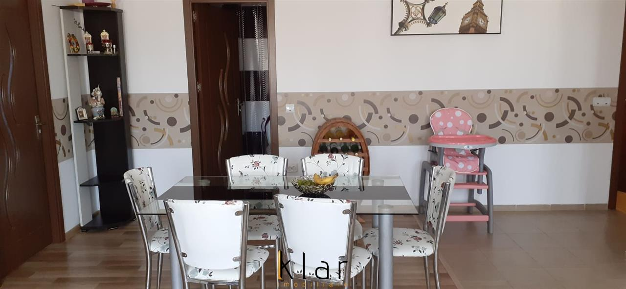 Apartament 3 camere de vanzare in zona centrala a Florestiului!