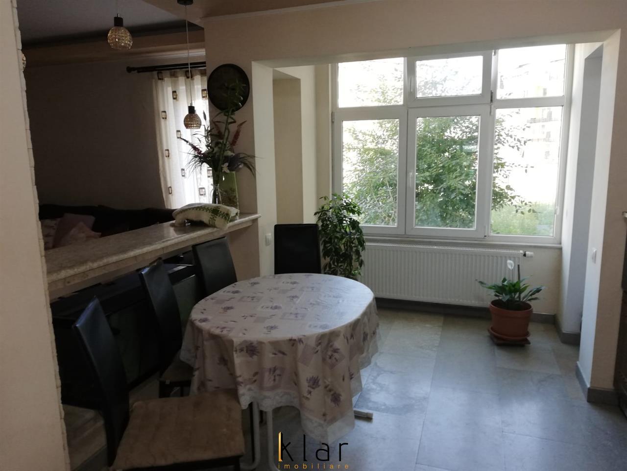 Apartament de vanzare 3 camere in zona strazii Florilor!