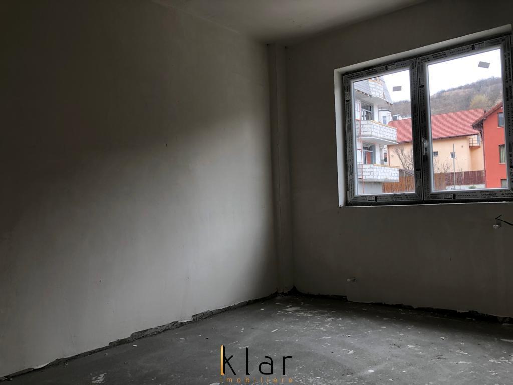 Apartamente semifinisate  de vanzare zona Valea Garbaului!(spate Roata Faget)