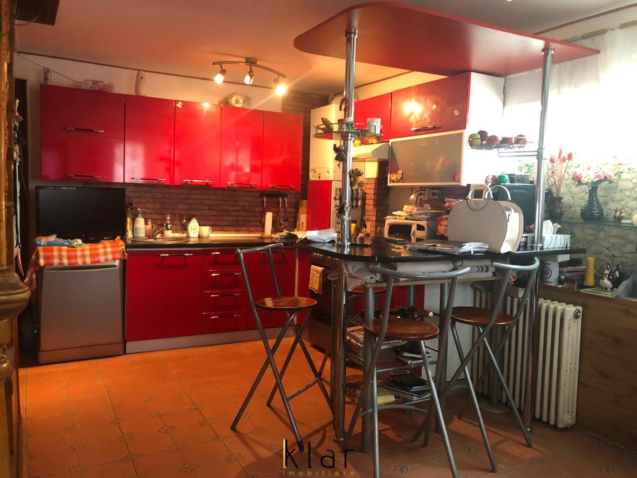 Casa individula, cu posibiliate de spatiu comercial pe Strada Principala Avram Iancu, Floresti!
