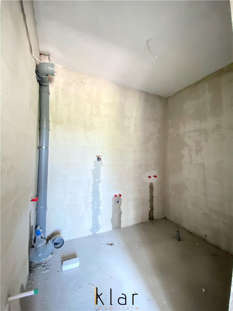 Apartament  3 camere semidecomandat casa de tip vila