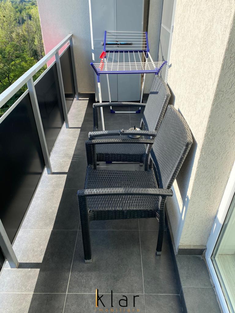 Apartament modern de 3 camere cu terasa, zona Vivo