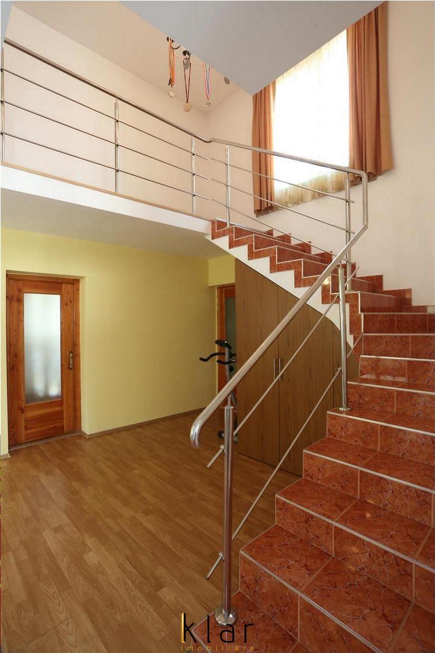 Vanzare Casa  individuala strada exclusiv de case