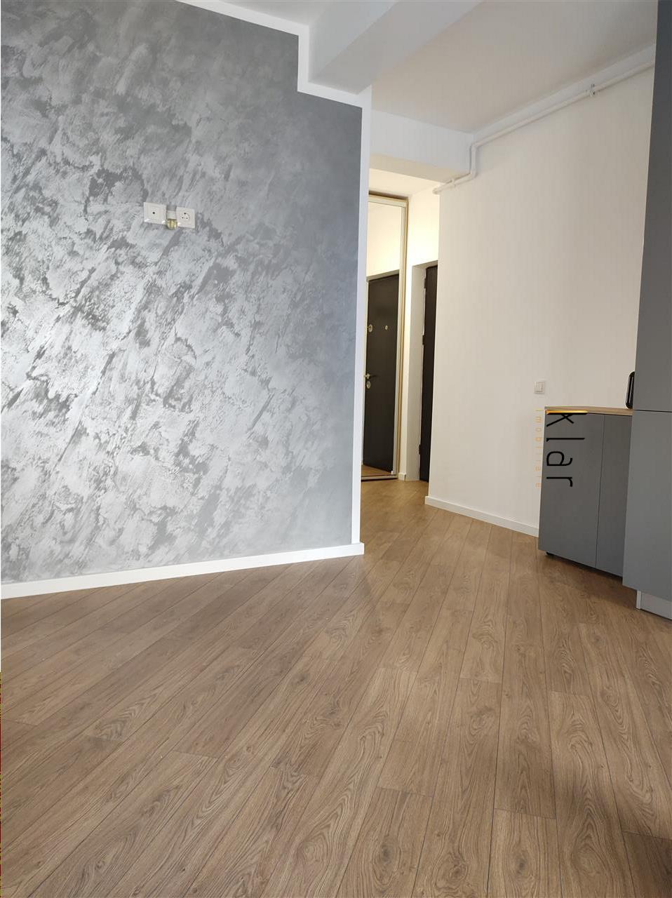 Apartament 3 camere, garaj , lift ,zona Terra !