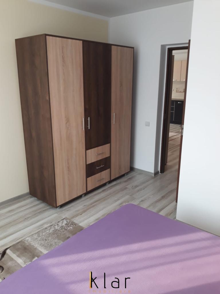 Apartament de vanzare 3 camere  pe strada Sesul de Sus!
