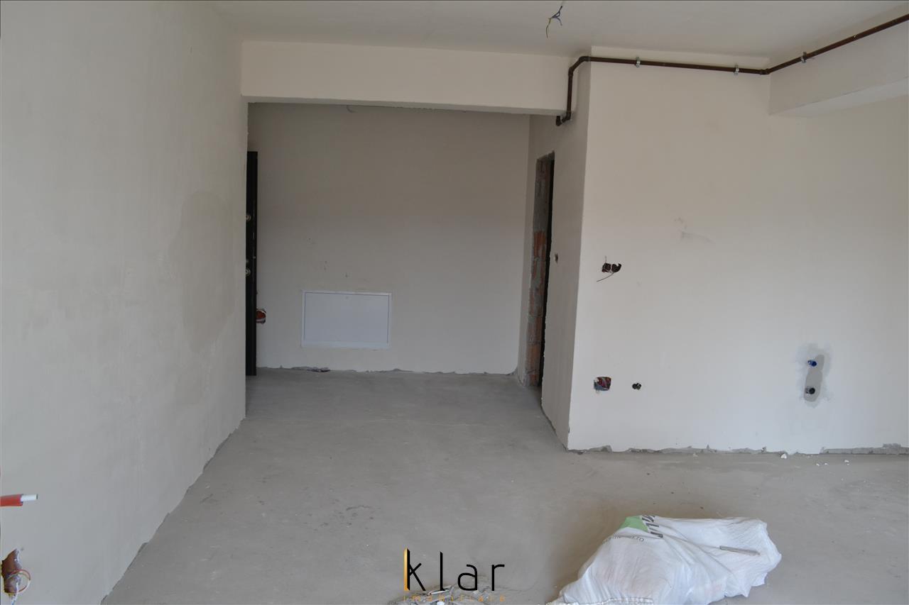 Vanzare apartament 3 camere, zona Petrom , Calea Baciului