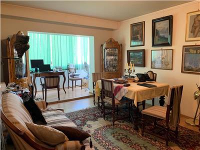 De vanzare apartament 3 camere la zona Piata Cipariu
