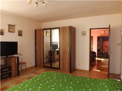 Casa compusa din doua apartamente zona Modena