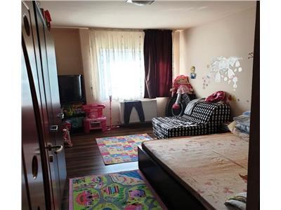 Apartament decomandat de vanzare 2 camere zona Florilor!