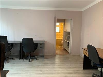De vanzare apartament 2 camere Piata Mihai Viteazu / pretabil locuinta sau birou