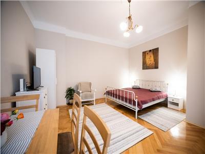 De vanzare apartament 3 camere ultrafinisat zona centrala