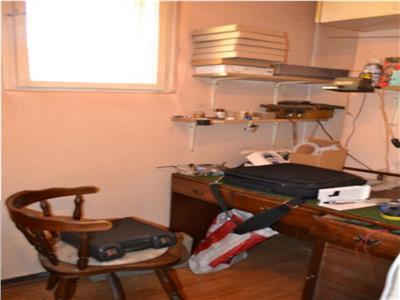 De vanzare apartament cu 4 camere in zona centrala!