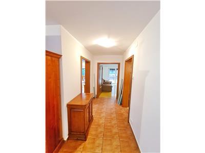 Apartament 3 camere+balcon+terasa+parcare Buna Ziua !!!