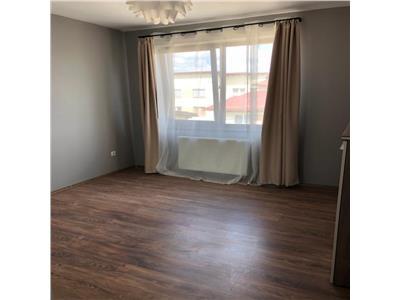 Apartament de 3 camere, loc de parcare, strada Sesul de Sus