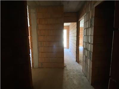 Apartament 3 camere, semifinisat, bloc nou, lift, zona Florilor