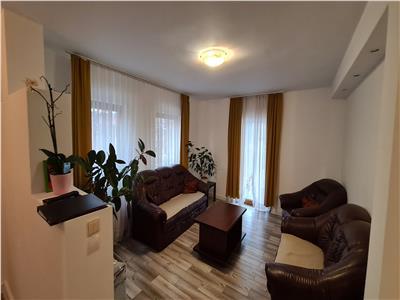Casa de vanzare cu 3 apartamente, oportunitate pentru investitie