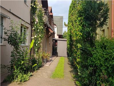 Casa cu cinci  apartamente zona Farmec