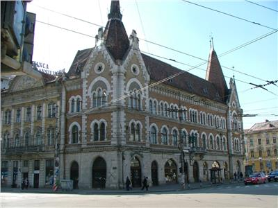 Apartament  trei camere  cladire istorica zona Palatul Sz�ky