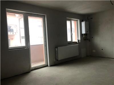 Apartament de vanzare 3 camere pe strada Florilor!