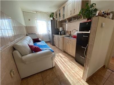 Apartament trei camere zona Calea Floresti