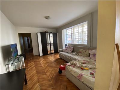Apartament trei camere zona Piata Flora
