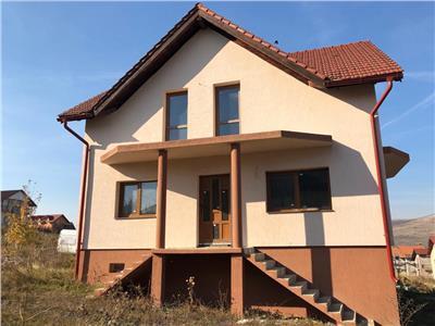 Vanzare casa individuala partial semifinisat 4 camere, 900mp teren zona Campenesti