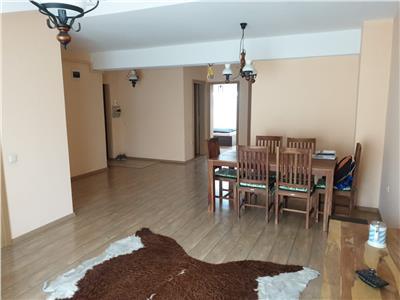 Apartament 3 camere, decomandat parcare zona Florilor