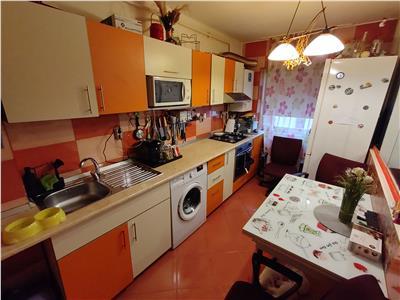 Apartament 2 camere decomandate parcare zona Eroilor !