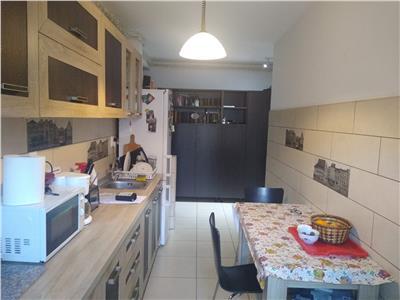 Apartament 2 camere, DECOMANDAT, parcare, Eroilor!