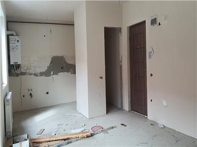 Apartament 3 camere semifinisat zona Sub Cetate