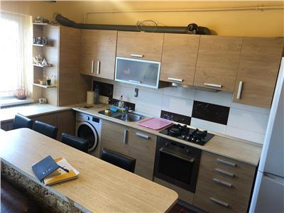 Apartament 3 camere situat pe 2 nivele in centrul Florestiului!