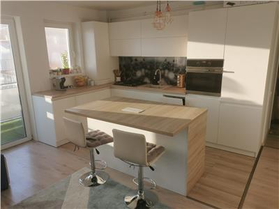 Apartament 3 camere LUX lift parcare zona VIVO!