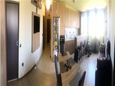 Apartament 3 camere , 80 mp zona centrala a Florestiului!
