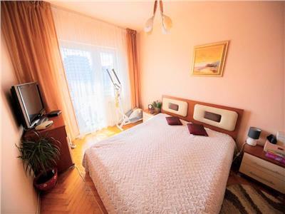 Apartament cu 3 camere, decomandat, Intre Lacuri