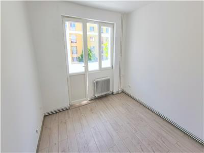 Apartament 3 camere 60mp,balcon,zona Centrala, Str. Horea