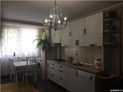 Apartament 3 camere, boxa, parcare, zona Florilor!