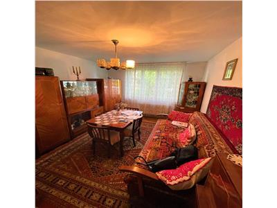 Apartament cu 3 camere, decomandat, langa Sala Sporturilor!