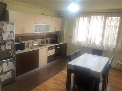 Apartament de vanzare 3 camere in zona Sesul de sus!