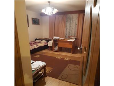 Apartament decomandat, 2 camere, mobilat si utilat, zona Porii
