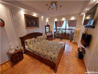 Apartament de vanzare 3 camere si parcare zona Florilor!