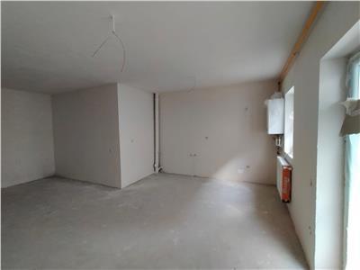 Apartament 3 camere,  semifinisat, bloc nou, cu gradina  zona Florilor.