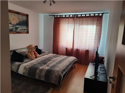 Apartament decomandat, 2 camere mobilat si utiliat, zona Eroilor