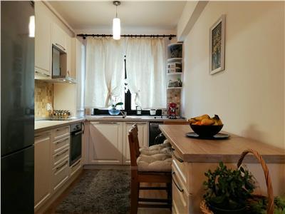 Apartament cu 4 camere de vanzare in cartier Europa
