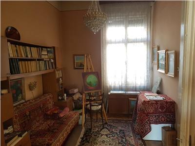 Apartament trei camere in cladire cu valoare istorica zona Palatul  Urania